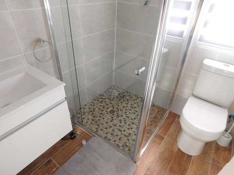 Bathroom of cottage 42 - Seaside Cottages Fish Hoek